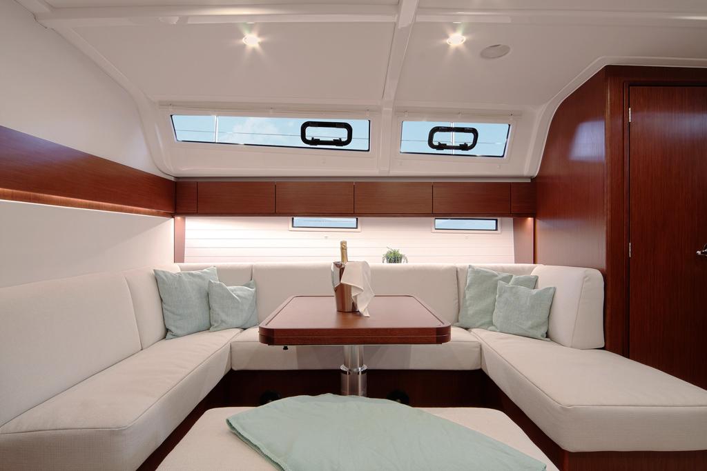 Nouveaux bavaria cruiser 46 et 51 style au nautic de paris for Salon nautique nantes