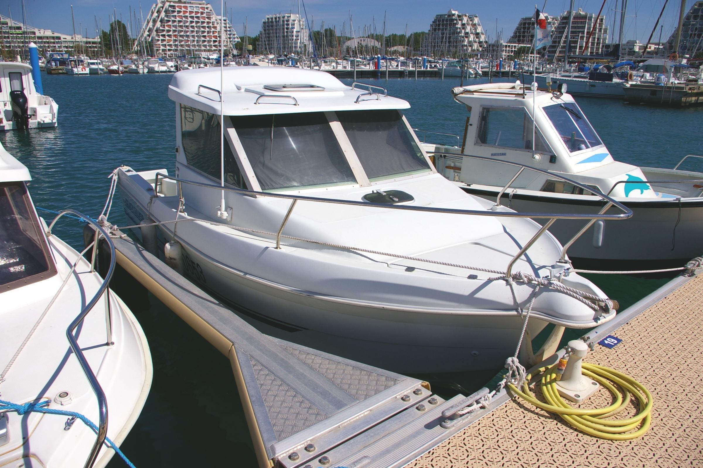 photos de quicksilver 605 timonier images bateau. Black Bedroom Furniture Sets. Home Design Ideas