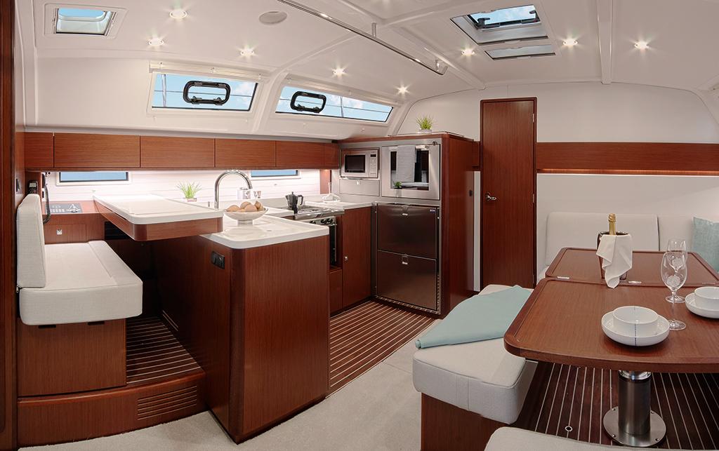 Nouveaux bavaria cruiser 46 et 51 style au nautic de paris for Salon nautique lyon