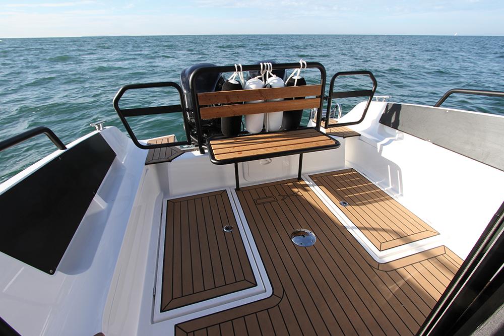 essai xo 270 rs front cabin essai bateau. Black Bedroom Furniture Sets. Home Design Ideas